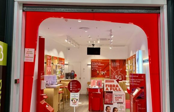 Tienda Vodafone Pinto Madrid centro comercial Plaza Éboli